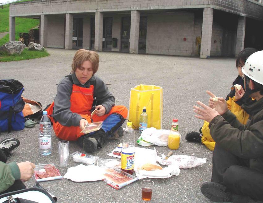スイス・ベルン郊外の訓練施設 昼食にて(1)