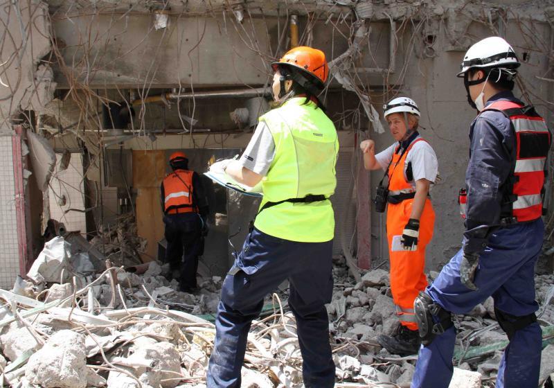 解体瓦礫で訓練(1)