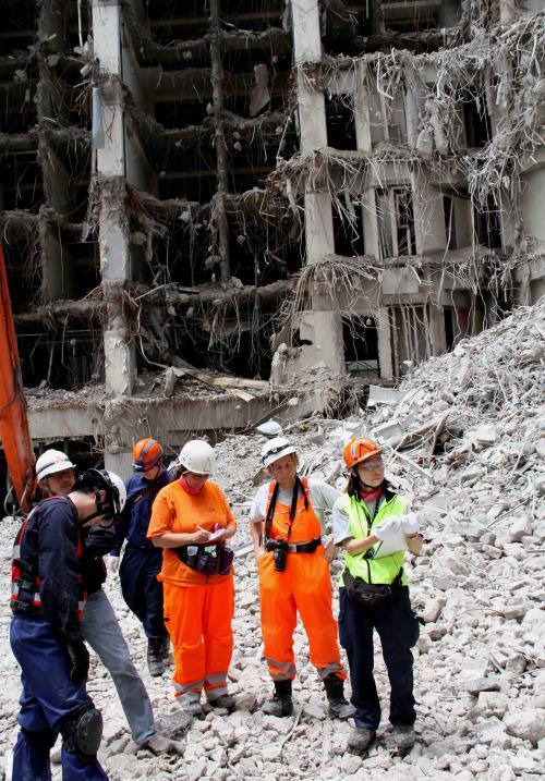 解体瓦礫で訓練(10)