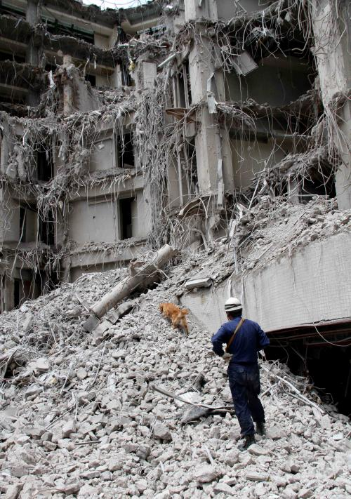 解体瓦礫で訓練(12)
