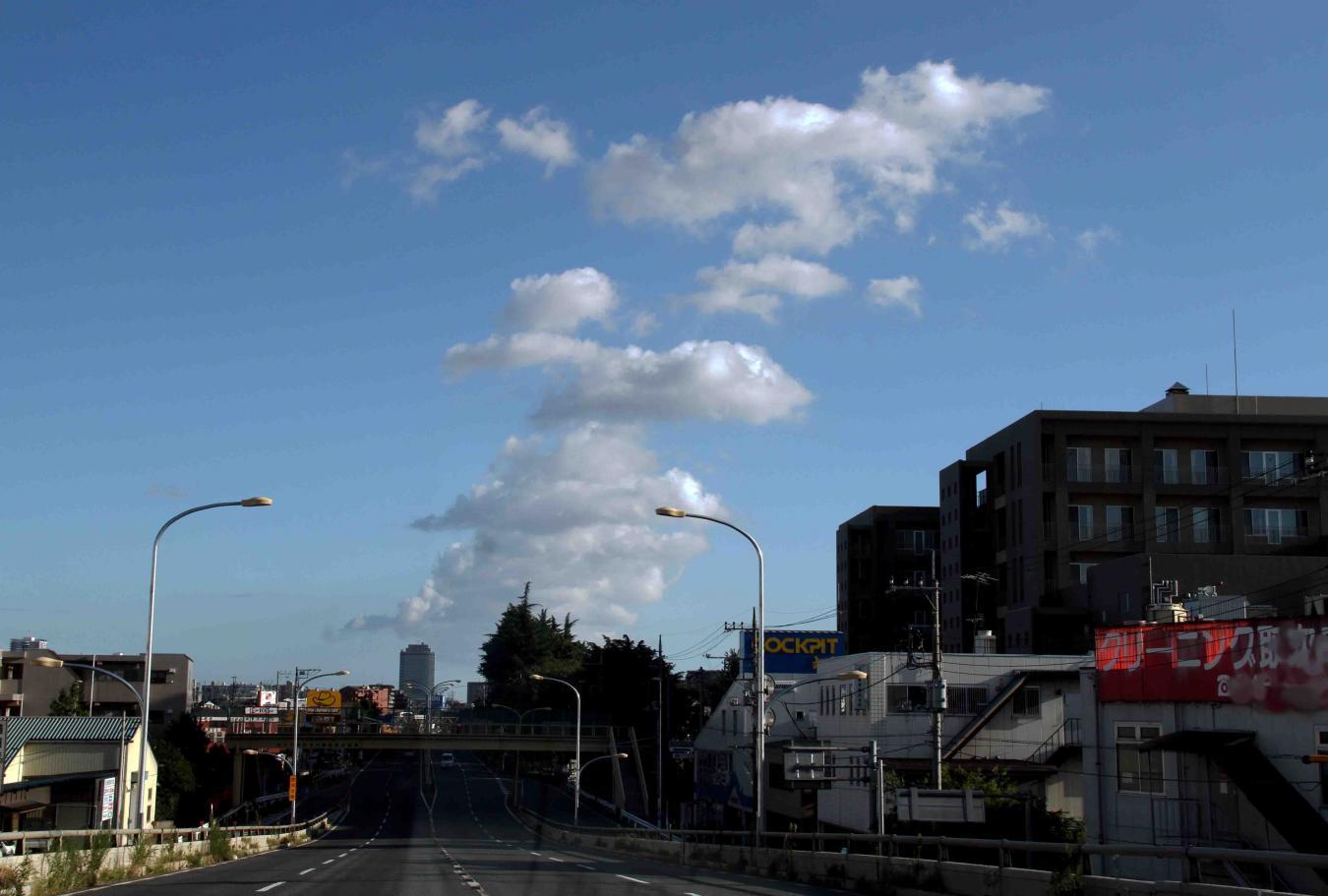 環八雲 20120819(1) 16時45分 笹目通り和光陸橋付近から谷原方面