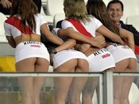ペルーの美人サポーターがW杯南米予選をセクシーヒップで応援