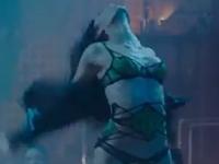 「スラムドッグ$ミリオネア」ヒロインの清純派女優・Freida Pinto(フリーダ・ピント)がBruno Marsの新曲「Gorilla」のMVでストリッパーに