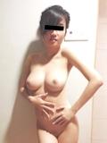巨乳な彼女の流出ヌード画像 11
