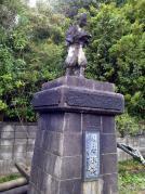 校庭にある二宮尊徳像