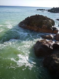 海に入り混じる温泉