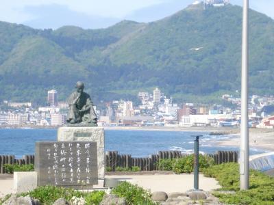5月31日立待岬の石川啄木像