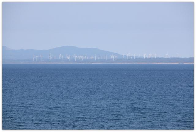 青森県 馬門番所から見える風車