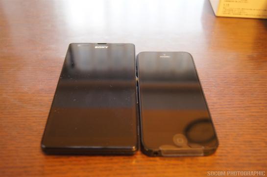 SOL22 iPhone5 液晶比較
