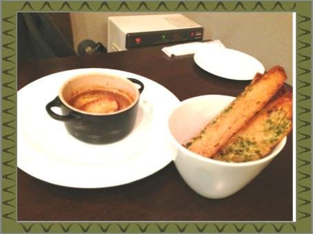 オニオングラタンスープとガーリックフランス