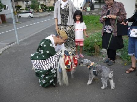 獅子舞と犬