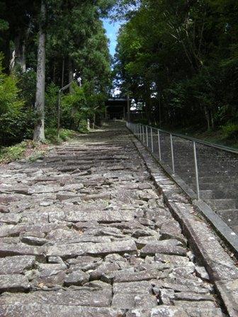 7-4奥の院への石段