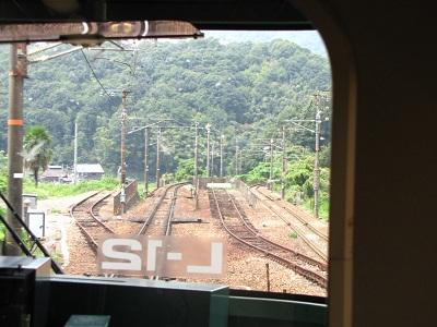 2012_0910_124501-IMG_6953 瀬野東トンネル西側 迷配線