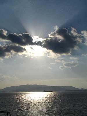 2012_1119_080912-IMG_0190 伊江島と太陽