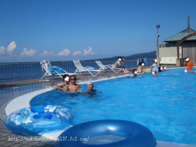 すぐそこは海っ・・・のホテルのプール
