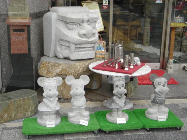 ミッキー石像