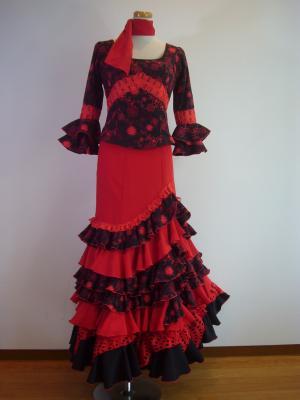 赤ブラウス&黒赤刺繍前