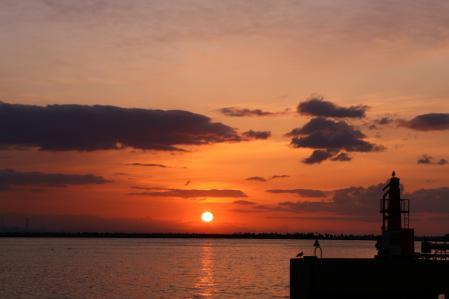 2012.010,22苫小牧港の朝陽005