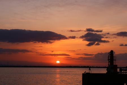 2012.010,22苫小牧港の朝陽004