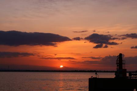 2012.010,22苫小牧港の朝陽002