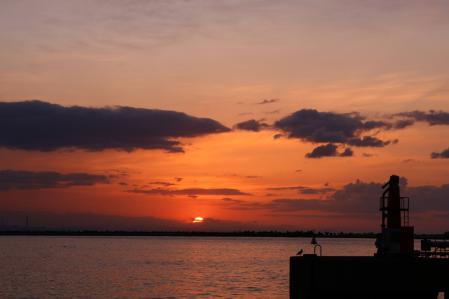 2012.010,22苫小牧港の朝陽001