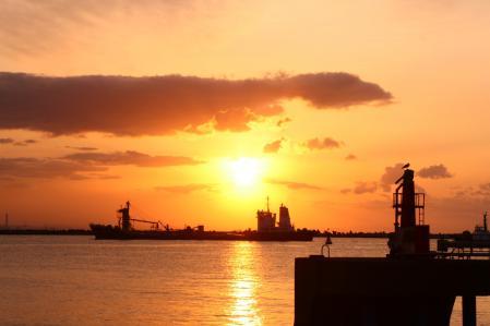 2012.010,22苫小牧港の朝陽008