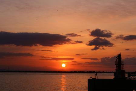 2012.010,22苫小牧港の朝陽006