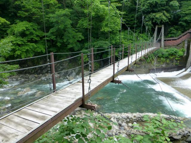 東勝原取水堰の吊橋5