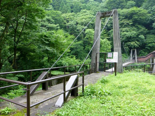 東勝原取水堰の吊橋2