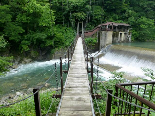 東勝原取水堰の吊橋3