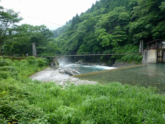 東勝原取水堰の吊橋1