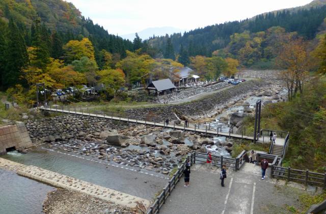 関川1号堰堤の吊橋0