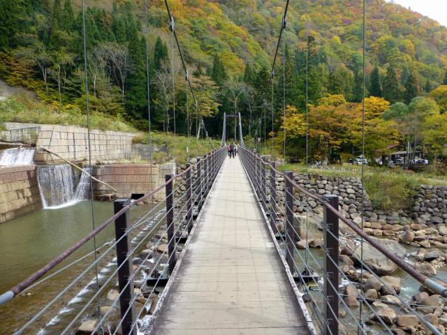 関川1号堰堤の吊橋4