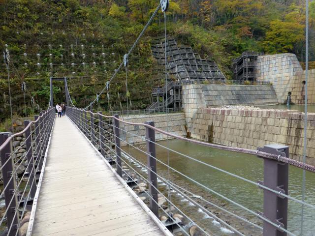 関川1号堰堤の吊橋2