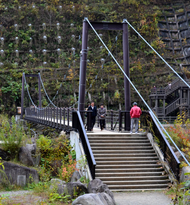 関川1号堰堤の吊橋1