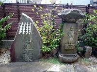 右「元禄元(1688)年、笠付青面金剛」