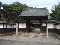 「中の家」門