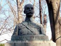 フォール大佐像
