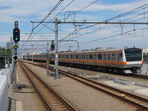 武蔵境駅に進入する中央線E233系