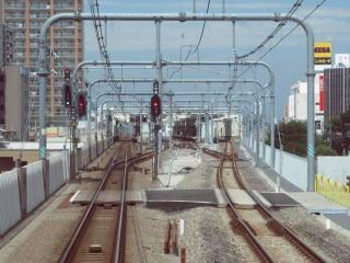 武蔵小金井駅進入中の下り列車の前面展望。駅前後の上り線もTC型省力化軌道に変わった。