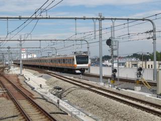武蔵小金井駅下りホームから高尾方を見る。3・4番線の入換信号機が使用開始になった以外変化は無い。