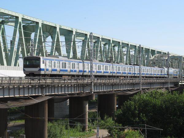 利根川橋梁を渡るE531系
