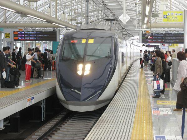 3階に移設後の京成線下りホーム。一般列車とスカイライナーでホームが分離されている。