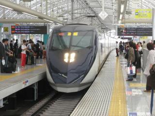 京成日暮里駅3階下り線ホーム