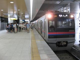 京成日暮里駅1階上り線ホーム
