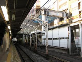 同じ場所の2008年1月6日の様子。古レールで組まれた屋根は撤去された。