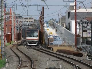 大泉学園駅ホーム端から高架橋の終端を見る。