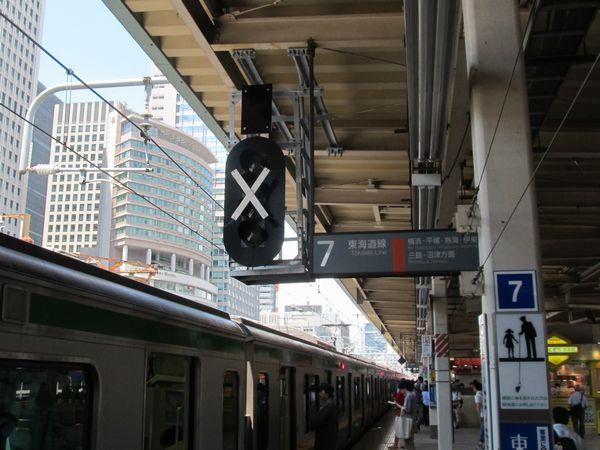 東京駅7番線ホーム中央に新設された場内信号機