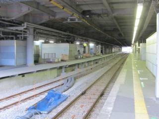 さらに奥は線路が8番線側に大きく張り出している。