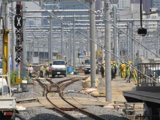 9番線も東京寄りは出発信号機が設置されており、折り返しが可能となっている。